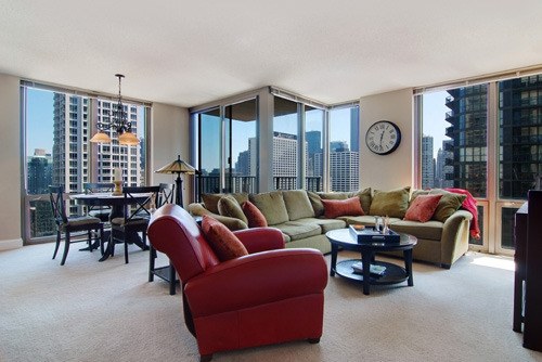 Agent for the above listing is Suzy Thomas of Rubloff in Chicago, IL.  List price is $425,000 (click the photograph for more on this listing).