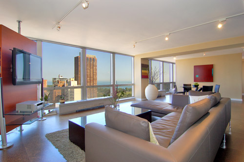 This condo, complete with great view, is listed for $379,900 by Vikas Wadhwa of Urban Living Properties in Chicago, IL.  Click on the photograph for more on this listing.