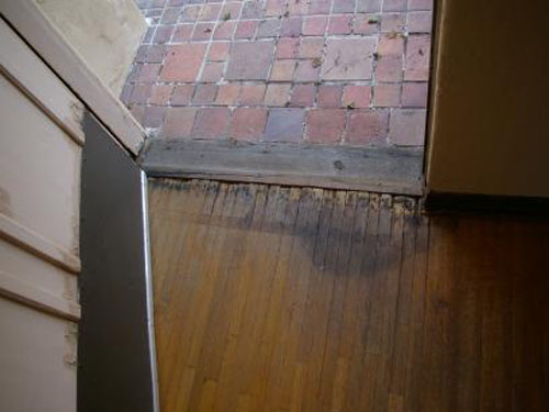 Showcasing beautiful hardwood floors is great...zooming in on damaged, dirty (and maybe even a little moldy) hardwood floors is not so great.  This is a $950,000 listing in California.